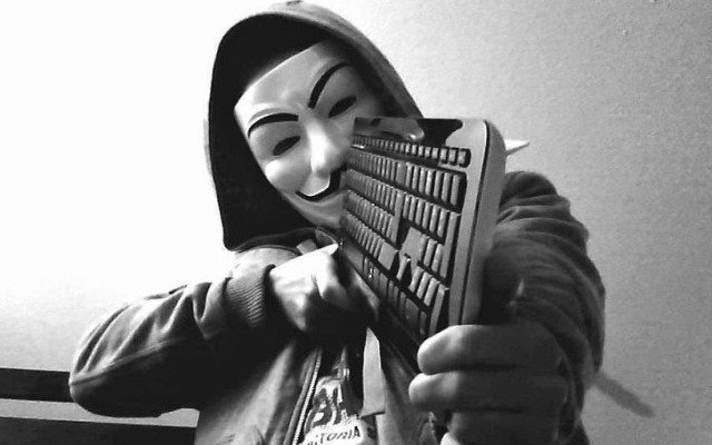 Anonymous guerra teclado pistola