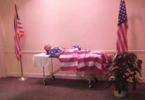 Veterano muerto sin ataúd