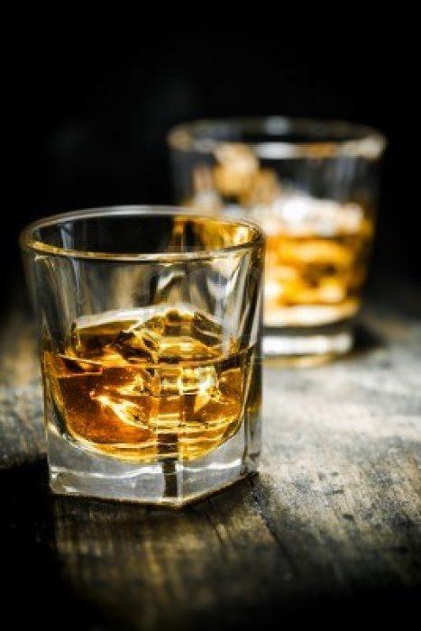 tequila en las rocas baso de vidrio