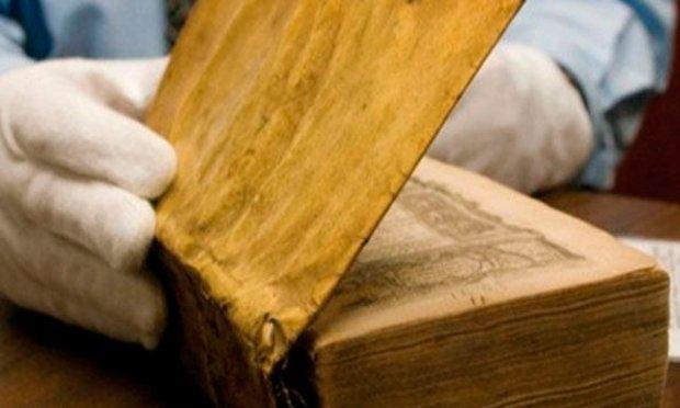 libro harvard forrado con piel humana