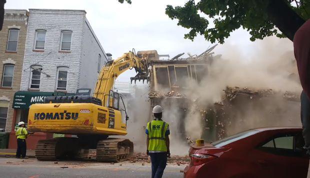 derrumban edificio equivocado