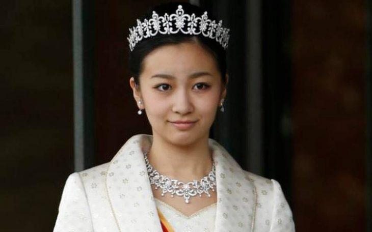 princesa Mako Japón corona