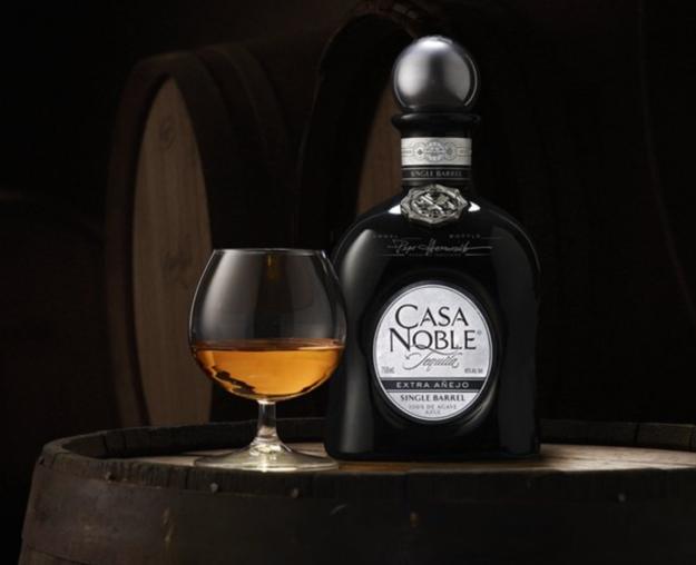 copa globo con tequila casa noble