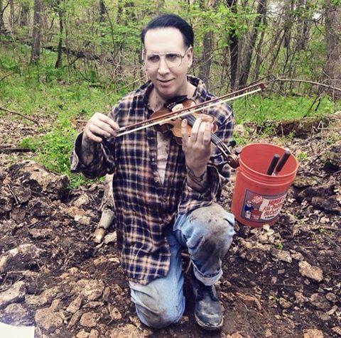 Marilyn Manson con violín