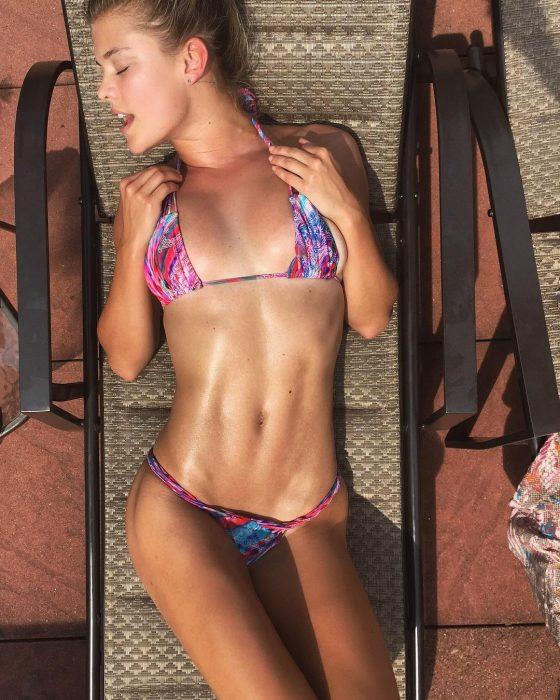 Nina Agdal en bikini