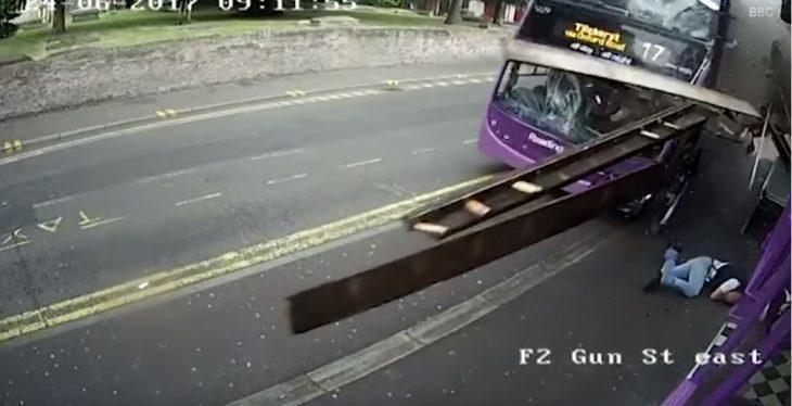 Hombre golpeado por camión