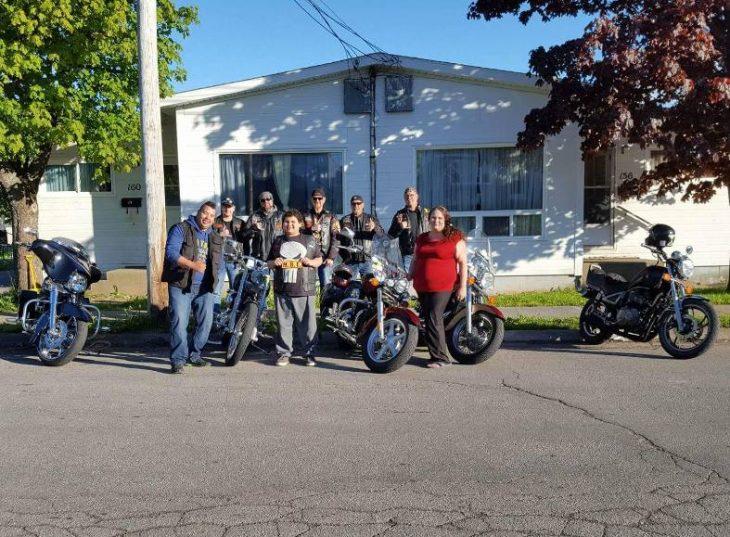xander es escoltado por motociclistas a su escuela 3