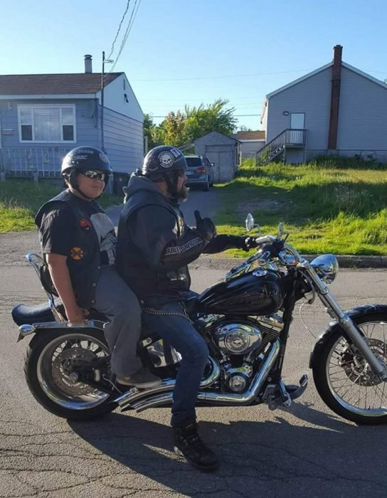 Xander rose bullying ayudado por motociclistas