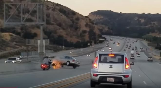 carro choca autopista
