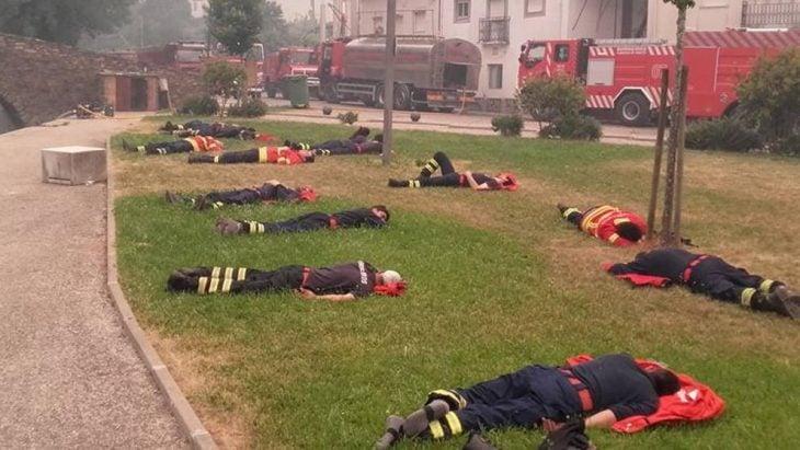Bomberos descansando en Portugal