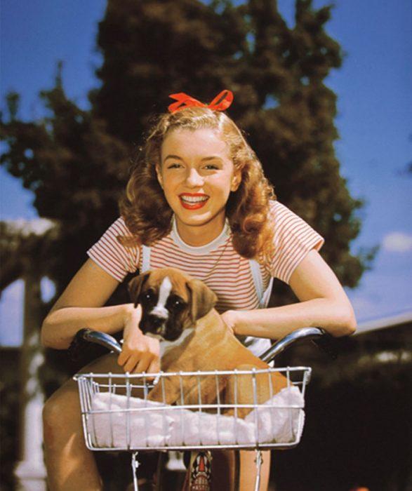Fotos que muestran la vida de Marilyn Monroe antes de ser famosa 28