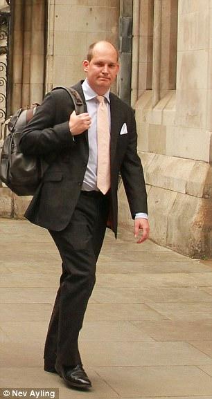 Michael Dawes demanda a sus padres