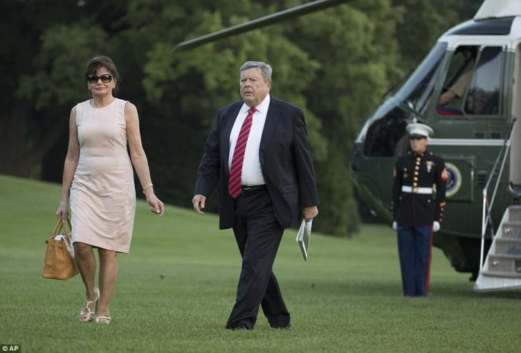 Padres de Melania Trump llegan a la casa blanca