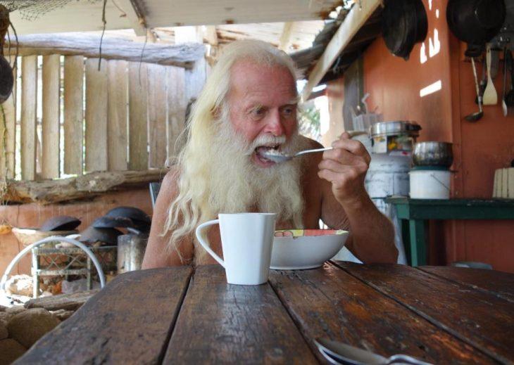 David Glasheen vive solo en una isla