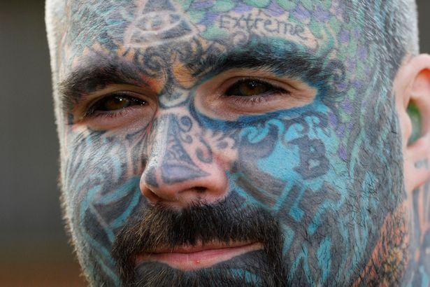 El hombre mas tatuado puede perder su brazo