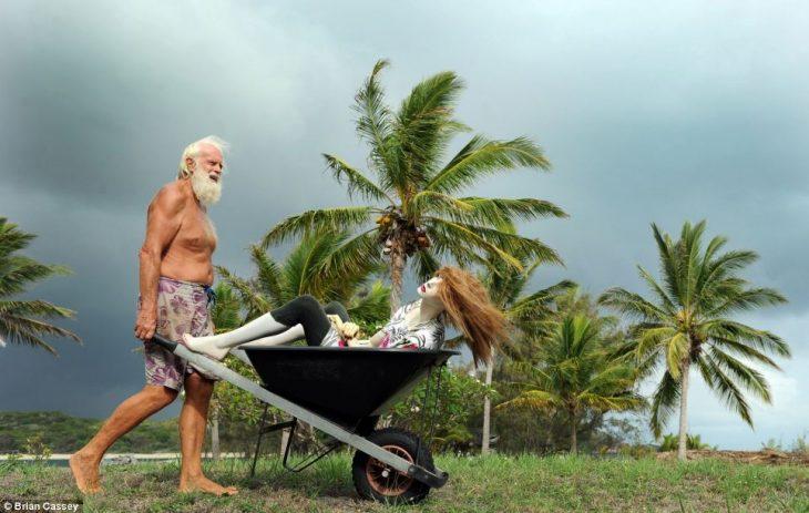David Glasheen vive solo en una isla 2