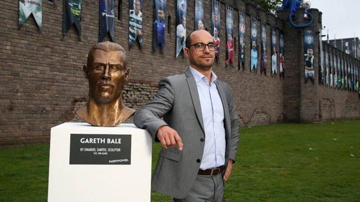 Emmanuell Santos busto Gared Dale