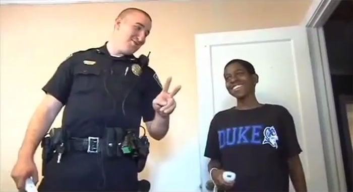 cameron y policia