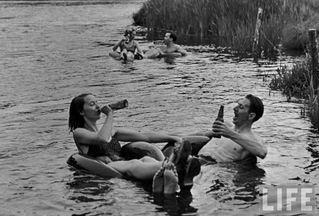 pareja bebiendo life