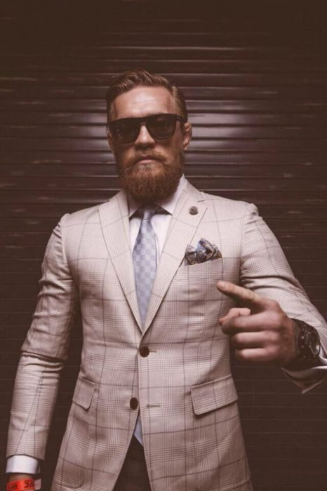Connor Mcgregor de traje