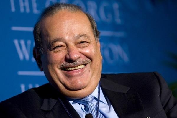 Carlos Slim sonríe