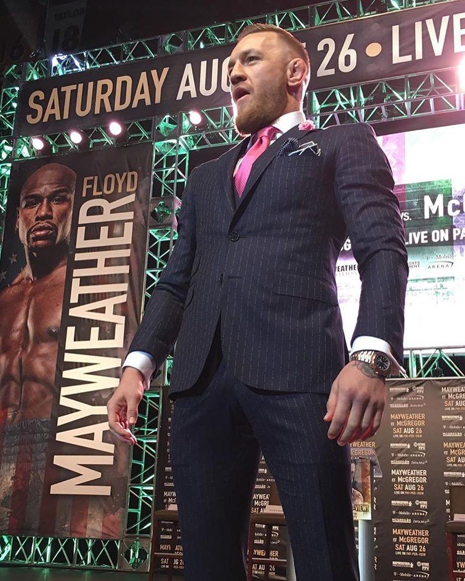 McGregor traje