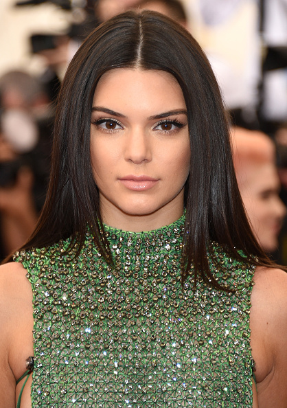 Kendall Jenner con blusa verde