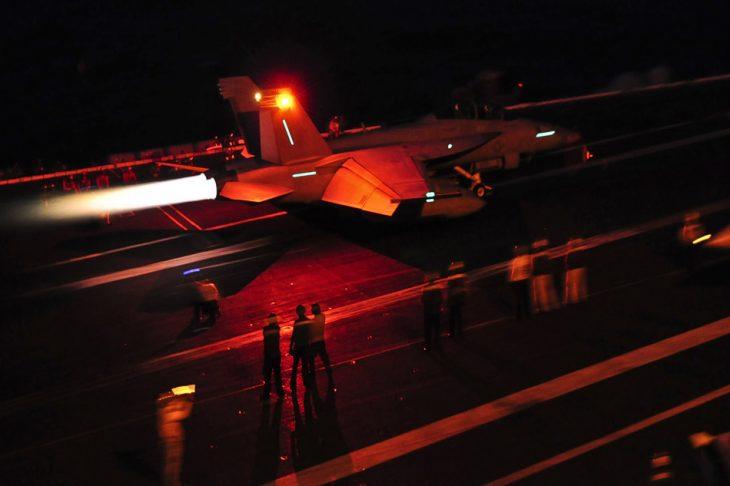 f18 night landing