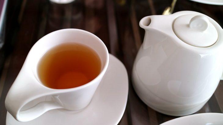 Servir el té