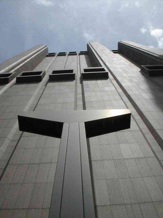 Edificio sin ventanas en Nueva York
