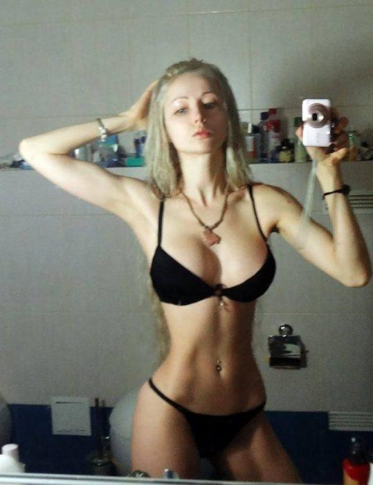 Valeria, la Barbie real, sin maquillaje