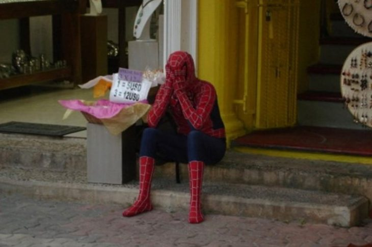 spiderman triste llorando
