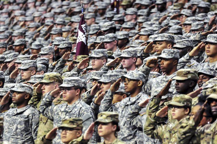 ejército saluda
