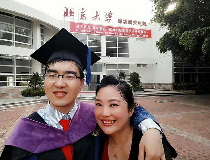 Se negó a renunciar a su hijo enfermo cuando nació; se acaba de graduar de Harvard