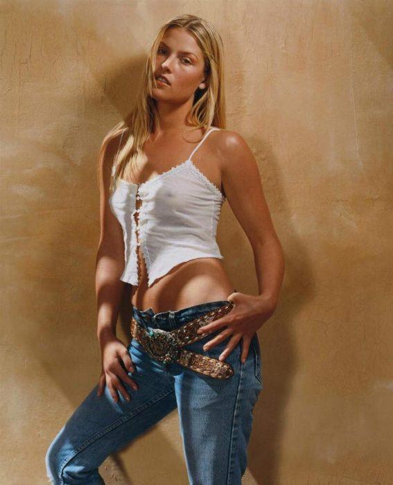 Ali Larter en jeans