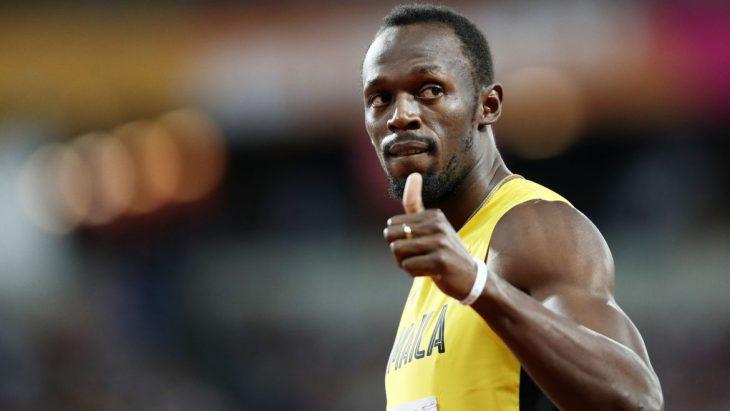 Usain Bolt levanta el pulgar