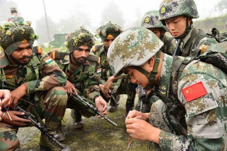 Soldados chinos e indios