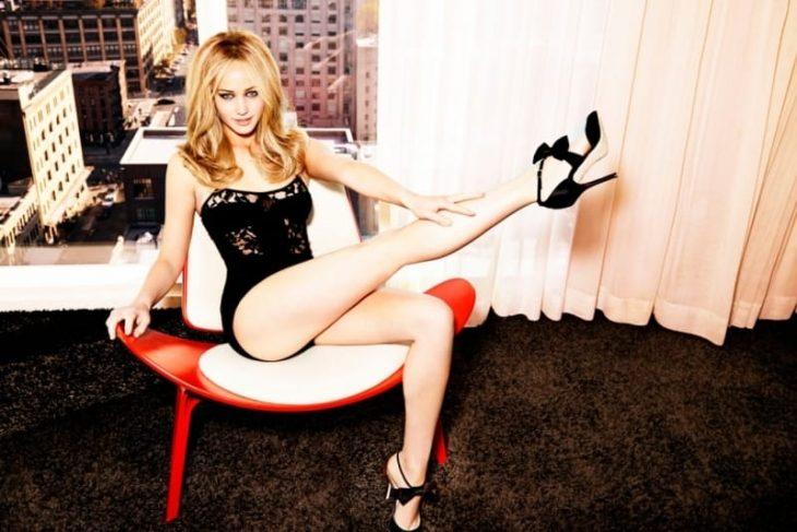 Jennifer Lawrence muestra la pierna