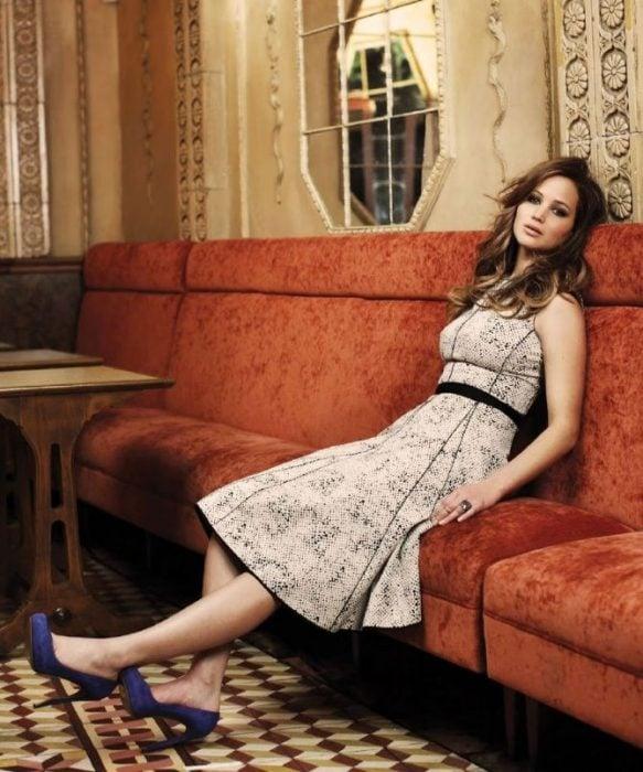 Jennifer Lawrence en el sofá