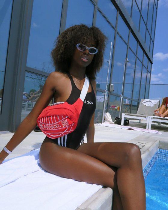 Leomie Anderson en bikini