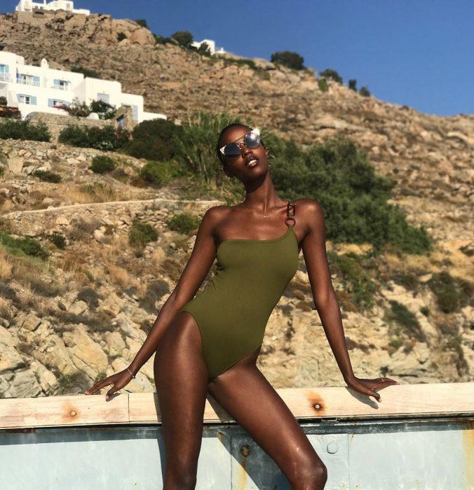 Leila Nda en bikini verde