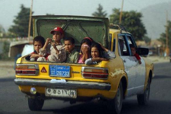 auto sardina muchas personas auto