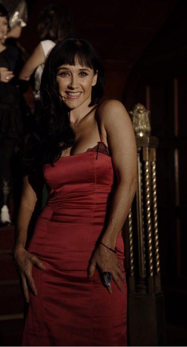 Susana Zabaleta en vestido rojo