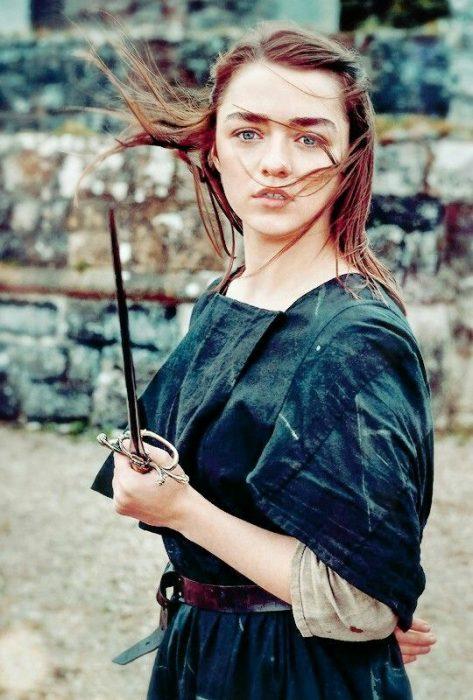 Arya Stark con daga