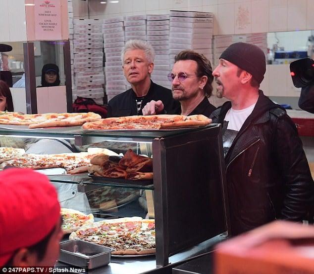 U2 en pizzería de Nueva York
