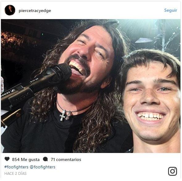 Foo Fighters sube a fan a tocar la batería