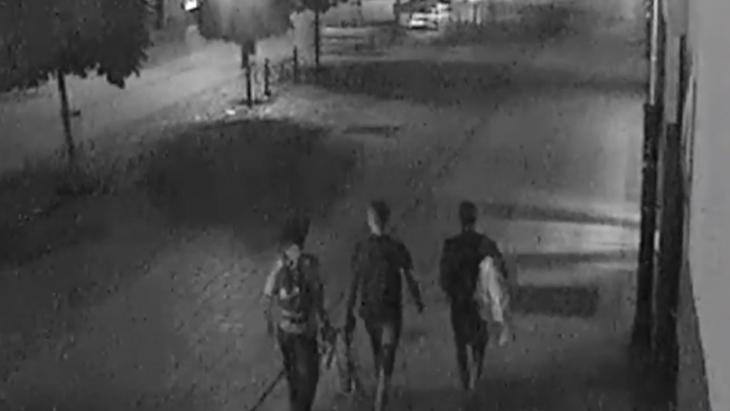 tres jovenes