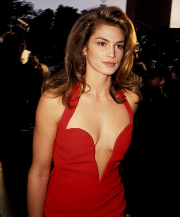 Cindy Crawford de rojo