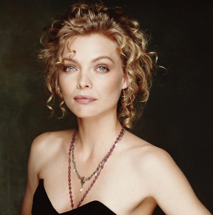 Michelle Pfeiffer con collar