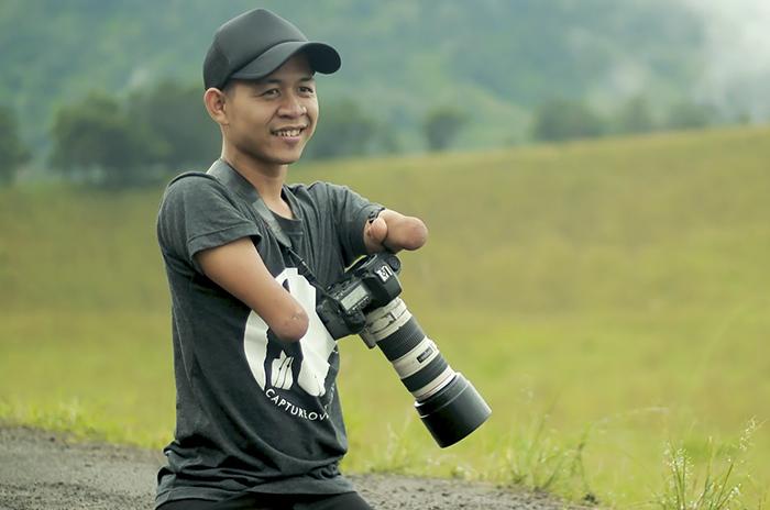 fotógrafo sin piernas y sin manos